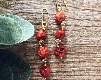 Earrings with pebbles of authentic coral and aluminum knots