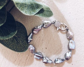 Bracelets with white and gray scaramazza pearls and steel clasps with zircons