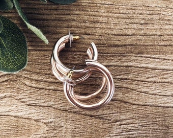 Hoop earrings in golden and rosé brass
