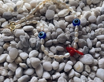 Anklet with freshwater pearls, resin eye and coral chips