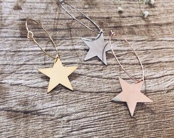 Mono earring with brass star in three colors