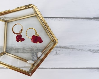 Mini circles earrings in brass with coral paste chips