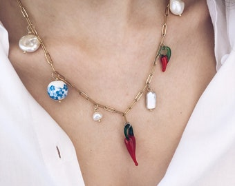 Necklace with golden steel chain, glass peppers, pearls and ceramic stones
