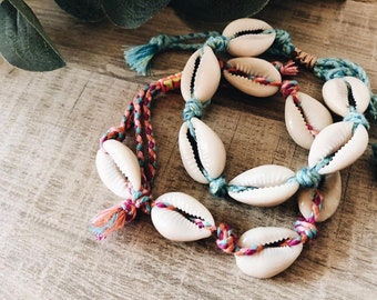 Bracelets - anklets in colored rope with shells