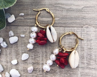 Gold-plated steel hoop earrings with pearls, shell and coral chips stones