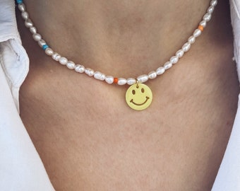 Necklace with freshwater pearls, colored beads and smiley faces in fluorescent resin