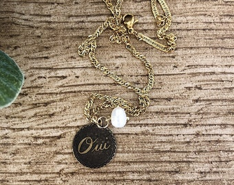 Necklaces with gilded steel chain, Oui pendant and river bead