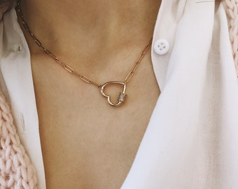 Necklace with golden steel chain and heart closure with zircons