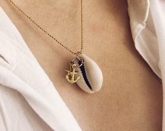 Necklace with chain in 925 silver gold bath with balls, cauri shell and sea-themed brass pendants
