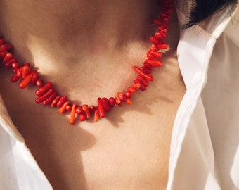 Choker in coral chips with 925 silver clasps