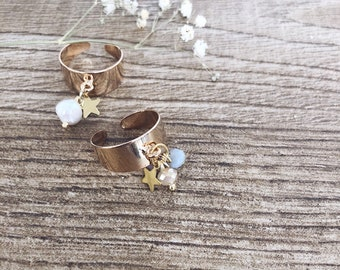 Adjustable rings in gilded steel with colored crystals, brass beads and stars