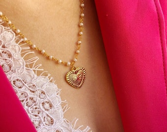Necklace with brass rosary chain with scaramazza beads and gold brass bath heart pendant
