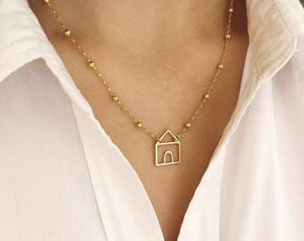 Necklace entirely made of 18k gold and 18k gold with a cottage pendant