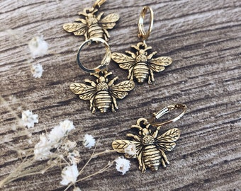 Mono earrings in gold plated brass with bee pendant