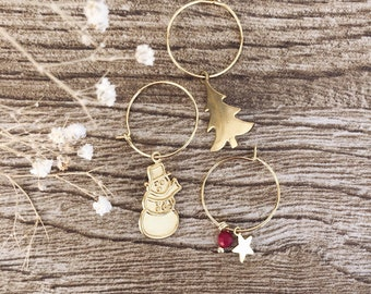 Hoop earrings in gold plated brass with Christmas pendants and coral bead
