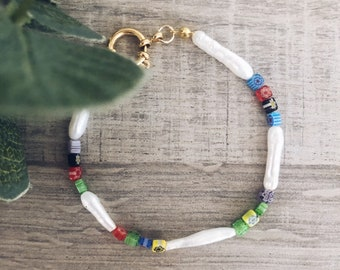 Bracelet with elongated natural pearls and mini multicolor Murano stones