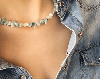 Choker necklace with aquamarine chips stones and natural pearls