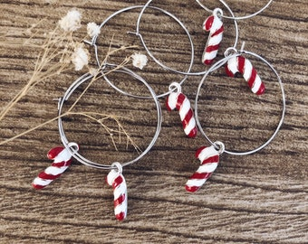 Mono earrings in silver plated brass with enamel candy cane charm
