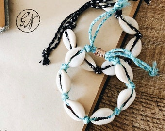 Anklets in colored rope with shells