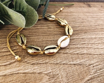 String bracelets with gold-plated brass shells and central white shell