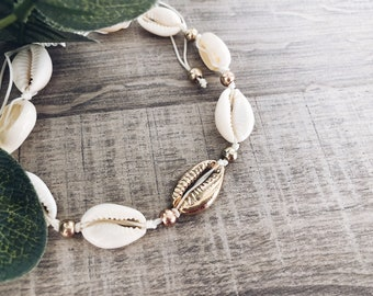 Anklet in cord with shells
