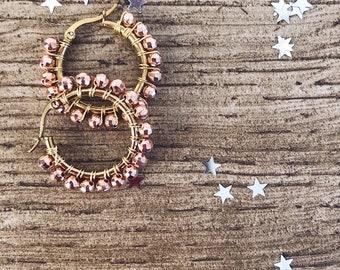 Hoop earrings in gilded steel with hematite stones