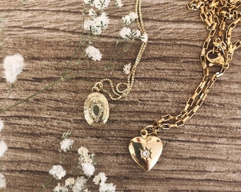 Necklaces with gilded steel or 925 silver chain and openable mini medallion pendant