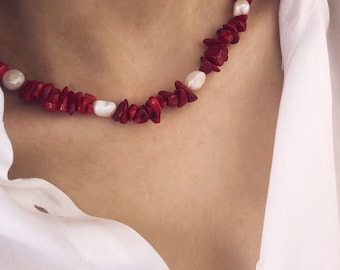 Choker necklace with chips stones in bamboo coral and natural pearls