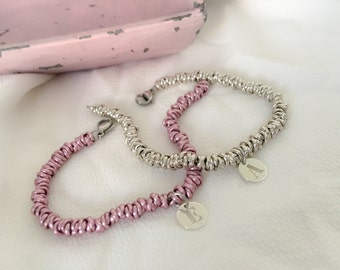 Bracelet with knots in pink aluminum and initial