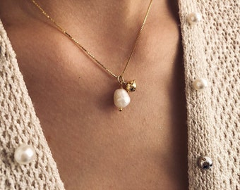 Necklaces with 925 silver chain gold bath, river pearl and bell