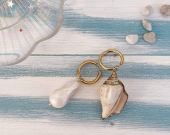 Earrings with steel hoops and scaramazza pearl and shell pendants