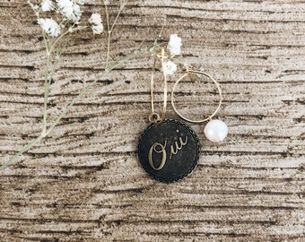 Gold-plated brass hoop earrings with oui and river pearl pendants