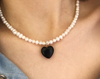 Choker necklace with river pearls and agate heart pendant