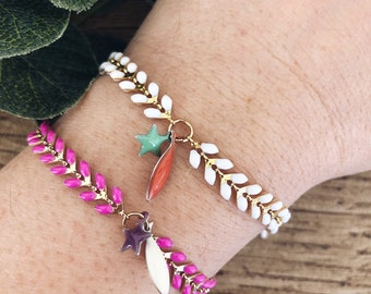 Bracelets with enamelled herringbone chain, colored sardine pendants and star pendant