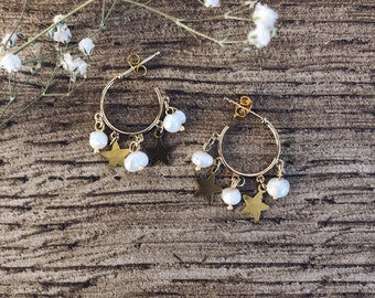 Hoop earrings in wet brass with natural beads and hanging stars