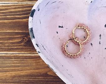 Hoop earrings in gilded steel with pink quartz