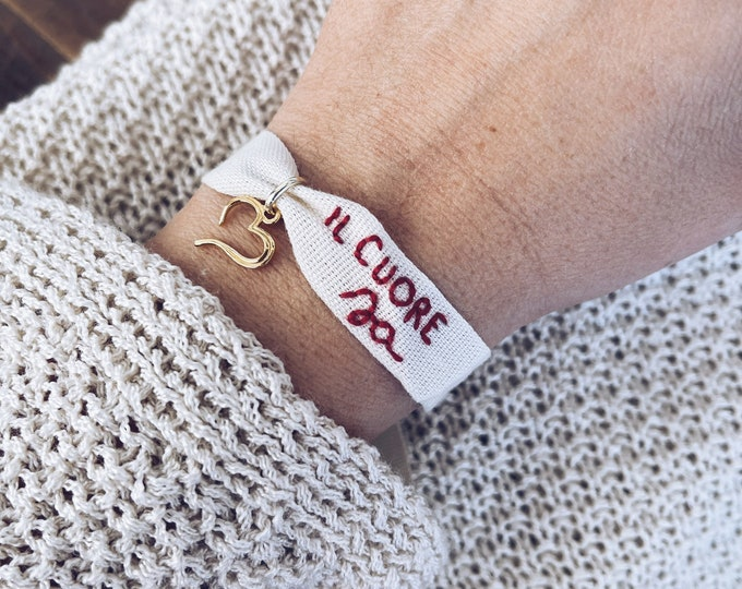Featured listing image: Il cuore sa - Hand-embroidered cotton ribbon bracelet with heart in gilded 925 silver