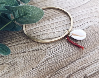 Rigid brass bracelet with shell and coral pendant