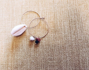 Circle earrings in brass with shell and stones