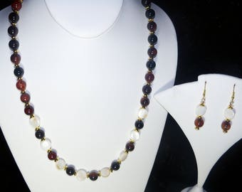A Beautiful Sardonyx Necklace and Earrings. (2017259)