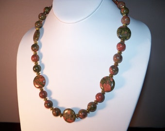 An Exquiste Natural Unakite Gemstone Necklace and Earrings. (201336)