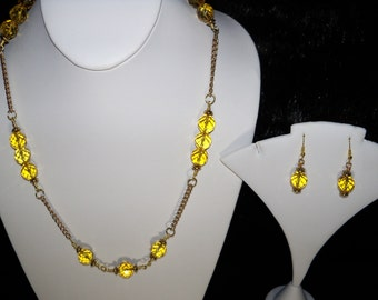 An Elegant Yellow Citrine Necklace and Earrings. (2016189)