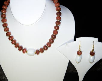 A Beautiful Goldstone and Faux Pearl Pendant Necklace and Earrings. (2017136)