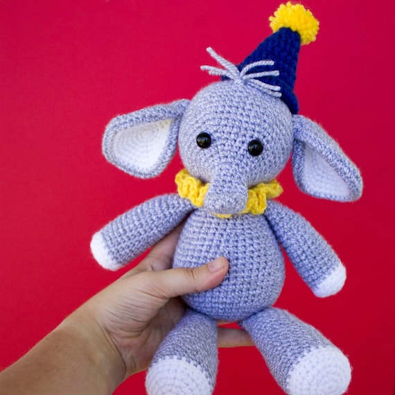 Cuddle Me Elephant crochet pattern - Amigurumi Today | 570x570