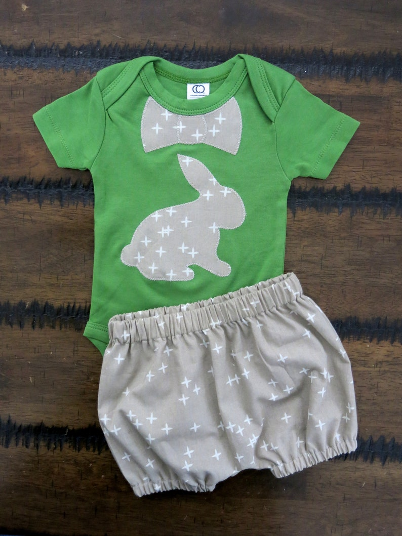 0420cd4b0c1710 Junge Ostern Outfit   Bunny baby Outfit   Bio baby Kleidung