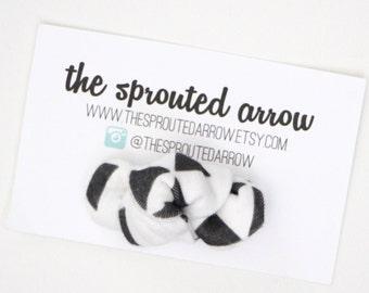 Black/White Triangle Organic Knot Bow Clip