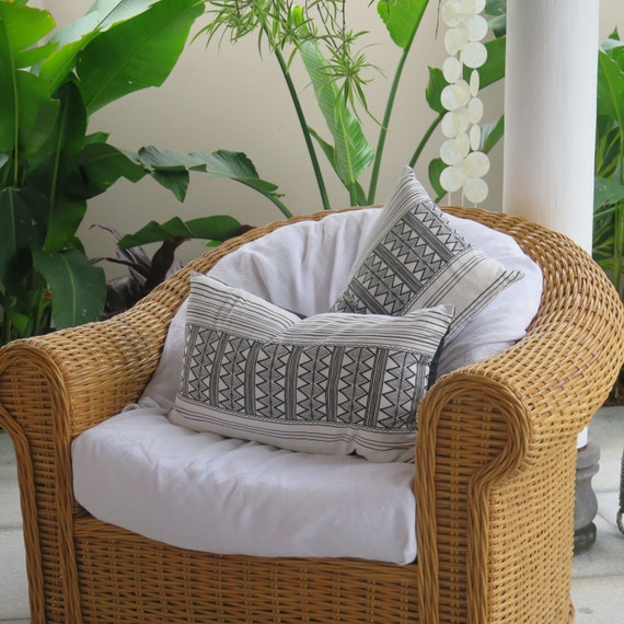 Black & White Cushion / Tribal Zig Zag