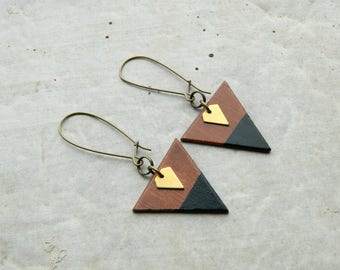 Hand-painted triangle wood Earrings - Brown wood, golden and black - Minimalist and geometric jewelry - small brass diamond