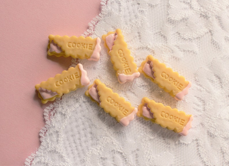 6 Pcs Cream Cookie Stuffed With Pink Icing Cabochons 29x12mm