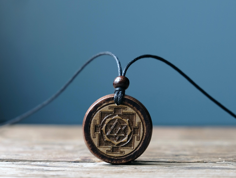 con simbolo dello Sri Yantra talismano con simbolo hindu della dea Collana vintage con ciondolo